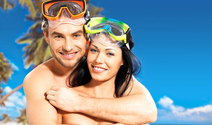 photodune-4545492-fun-beautiful-couple-at-tropical-beach-with-swimming-mask-s